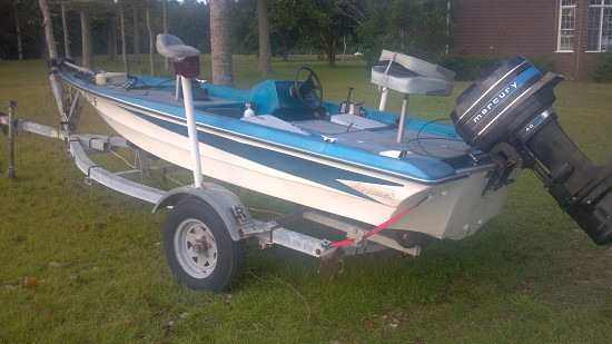 1986 aggressor 15 bass boat 1 500 possible trade - Aggressor exterior marine carpet ...