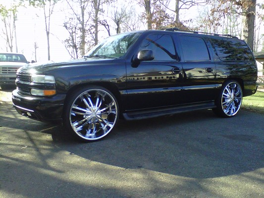 2001 Chevrolet Suburban On 28s 14500 Possible Trade 100352615