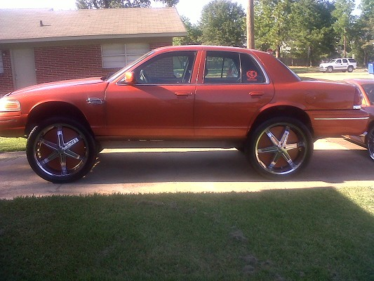 Crown Vic on 26s http://www.mautofied.com/Crown-Vic-on-26s_Donks ...