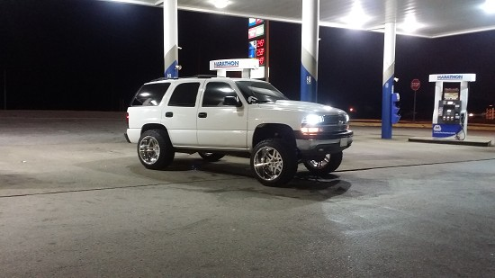 2004 Chevrolet Tahoe $13,000 Or best offer - 100610961